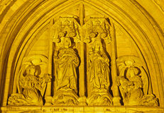 布鲁塞尔-圣迈克尔大教堂的端门户 免版税库存图片