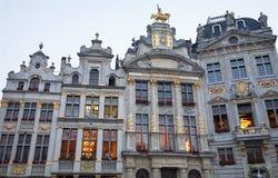 布鲁塞尔-宫殿门面从大广场的 图库摄影