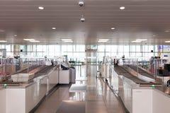 布鲁塞尔/比利时06 08 18 :安全安全检查中止机场布鲁塞尔zaventem 免版税库存图片