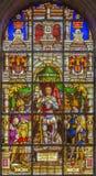 布鲁塞尔-污迹玻璃窗在中心的描述天使加百利(1843)在圣迈克尔大教堂里  库存图片