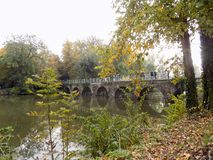布鲁日桥梁在运河的 库存照片