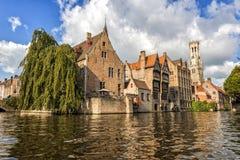 布鲁日比利时教会城市运河 图库摄影