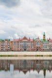 布鲁日江边的美丽的房子  3月共和国 库存图片