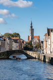 布鲁日,比利时欧洲- 9月26日:享用小船的游人 免版税库存图片