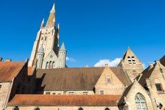 布鲁日,比利时欧洲- 9月25日:我们的增殖比的夫人教会  库存照片