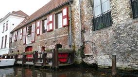 布鲁日,比利时,运河Spiegelrei风景城市视图  股票录像