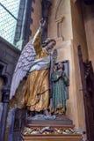 布鲁日,比利时- 2014年6月10日:天使雕象在我们的夫人教会里在布鲁日 库存照片