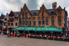 布鲁日,比利时- 2014年6月10日:布鲁日街道的餐馆  图库摄影