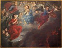 布鲁日-圣母玛丽亚油漆在天堂和圣迈克尔由未知的画家17 分 在st Jacobs教会里 免版税库存照片