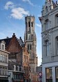 布鲁日/布鲁基,比利时钟楼和都市风景  免版税库存照片