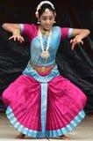 布鲁明屯,伊利诺伊-美国- 6月24,2018 -印地安古典舞蹈 免版税库存照片