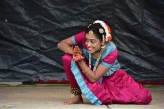 布鲁明屯,伊利诺伊-美国- 6月24,2018 - Ratha Yatra节日古典舞蹈表现 免版税库存图片