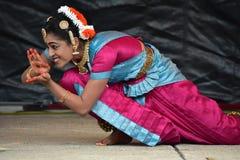 布鲁明屯,伊利诺伊-美国- 6月24,2018 - Ratha Yatra节日古典表现 库存照片