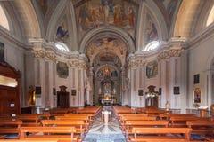布鲁纳泰,意大利- 2016年5月:圣安德鲁传道者教会是一个神圣的建筑工地在布鲁纳泰,科莫省的  库存照片
