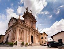 布鲁纳泰,意大利- 2016年5月:圣安德鲁传道者教会是一个神圣的建筑工地在布鲁纳泰,科莫省的  图库摄影