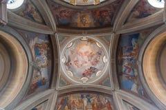 布鲁纳泰,意大利- 2016年5月:圣安德鲁圆顶传道者教会是一个神圣的建筑工地在布鲁纳泰,科莫省的  图库摄影