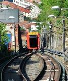 布鲁纳泰,意大利- 2017年5月14日:惊人的看法缆索铁路上升在两在科莫湖的铁路之间向布鲁纳泰,科莫,意大利 免版税库存图片