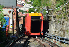 布鲁纳泰,意大利- 2017年5月14日:惊人的看法缆索铁路在科莫湖上升的铁路向布鲁纳泰,科莫,意大利 免版税库存照片