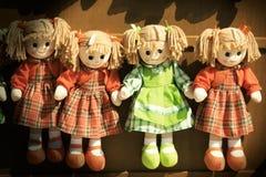 布洋娃娃女孩 葡萄酒玩具 免版税库存照片