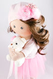 布洋娃娃纺织品手工制造与自然头发 库存照片