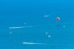 帆伞运动在海 免版税库存照片