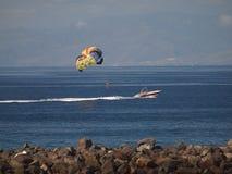 帆伞运动在特内里费岛 库存图片