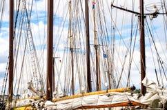 帆柱、一艘高船的风帆和寿衣 索具细节 免版税库存照片