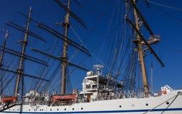 帆柱、日本帆船日本Maru的索具和设备1984年在别府港口  大分县,日本 免版税库存照片