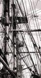帆柱和绳索在一艘老风帆船的绳索索具 图库摄影