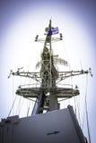 帆柱和雷达在战舰 库存照片