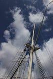 帆柱和索具 库存照片