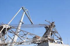 帆柱船造船厂起重机码头海金属船梯子海 免版税库存图片