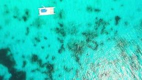 帆船、游艇和筏在绿松石加勒比海,鸟瞰图 影视素材