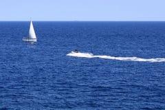 帆船和喷气机小船 库存图片