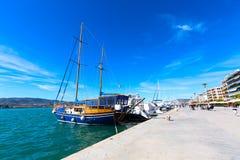 帆船和游艇在沃洛斯,希腊港停泊了  库存图片