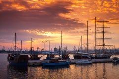 帆船和游艇在瓦尔纳站立停泊 免版税库存图片