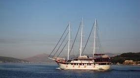 帆船在早晨 库存照片