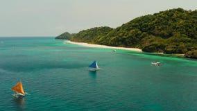 帆船在蓝色海 博拉凯海岛菲律宾 影视素材