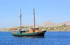 帆船在达尔马提亚,克罗地亚 免版税图库摄影