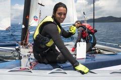 帆船的妇女在惯例18国民筏赛船会期间 库存图片