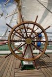 帆船的方向盘 免版税库存照片