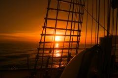 从帆船的日落视图 库存图片