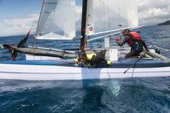 帆船的运动妇女在惯例18国民筏赛船会期间 免版税图库摄影
