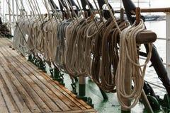 帆船的连续索具 免版税库存照片
