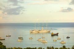 帆船windstar在海军部海湾 免版税图库摄影