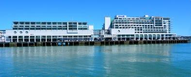 希尔顿在奥克兰江边,新西兰 图库摄影
