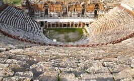希拉波利斯古城圆形露天剧场在棉花堡,代尼兹利在土耳其 免版税库存照片