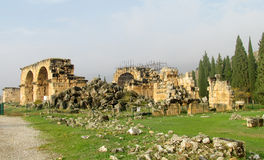 希拉波利斯古老古色古香的城市废墟  免版税库存照片