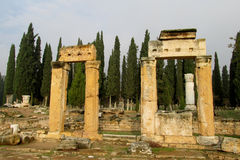 希拉波利斯古老古色古香的废墟  免版税图库摄影