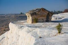 希拉波利斯在棉花堡,代尼兹利,土耳其仿古坟茔 库存图片
